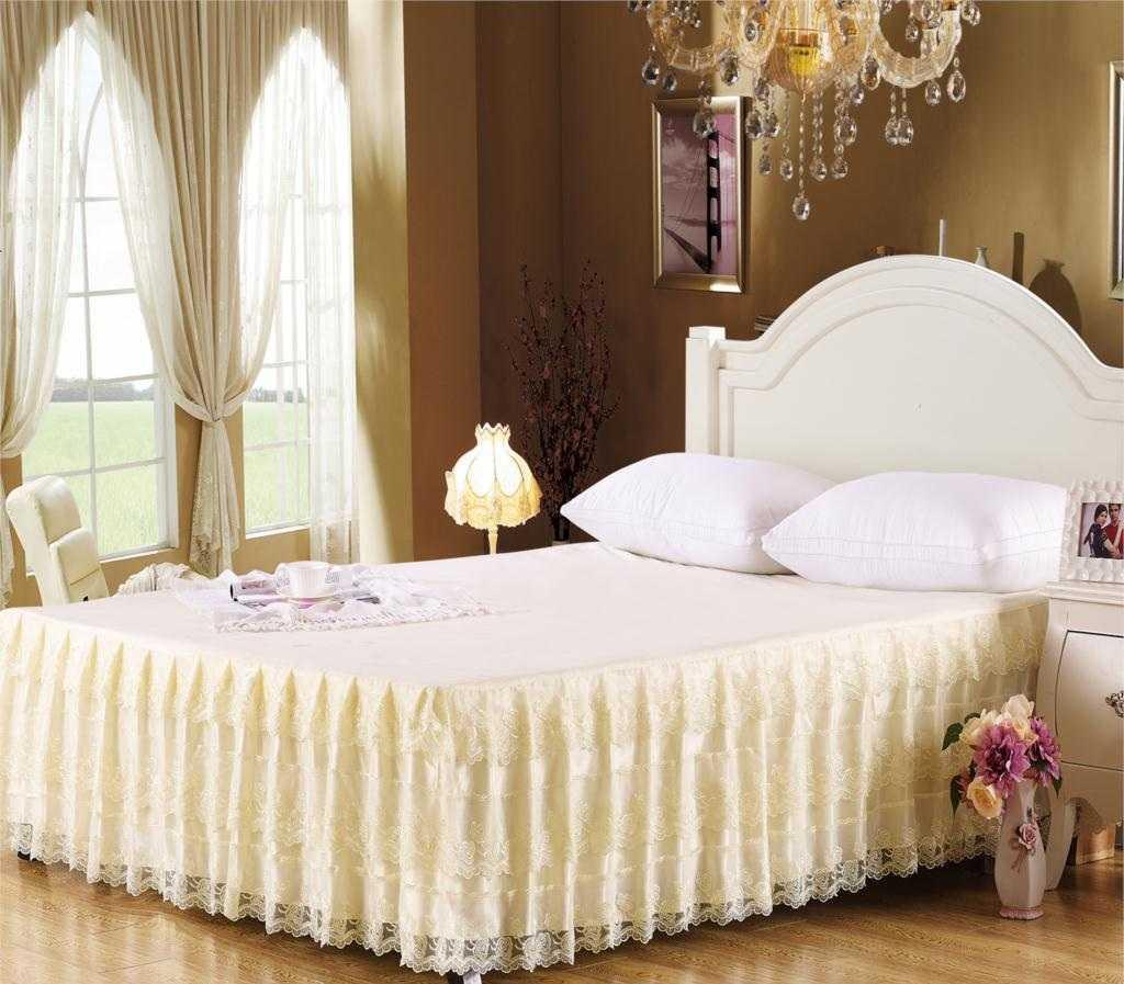 Блестящий тюль в спальне