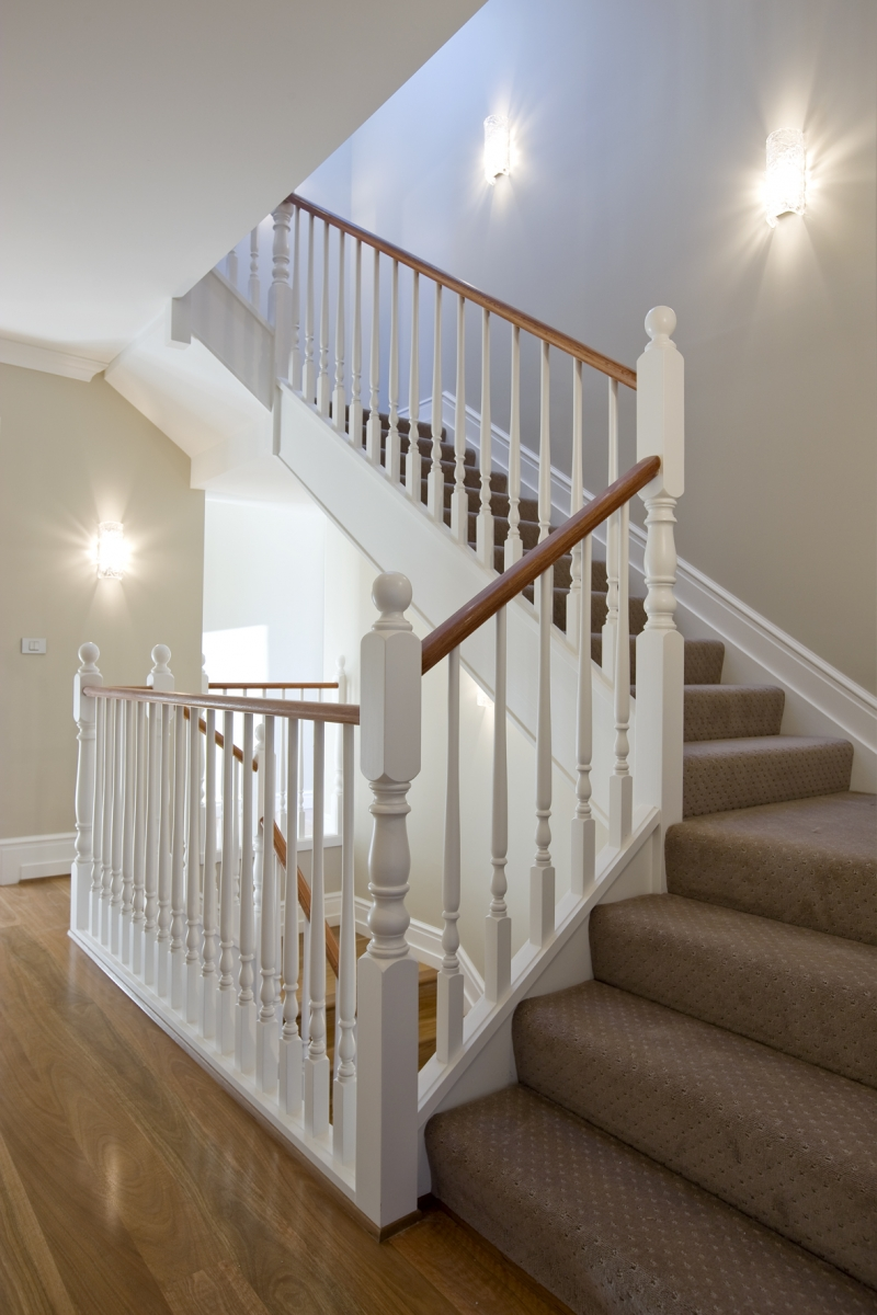 Освещение лестницы бра