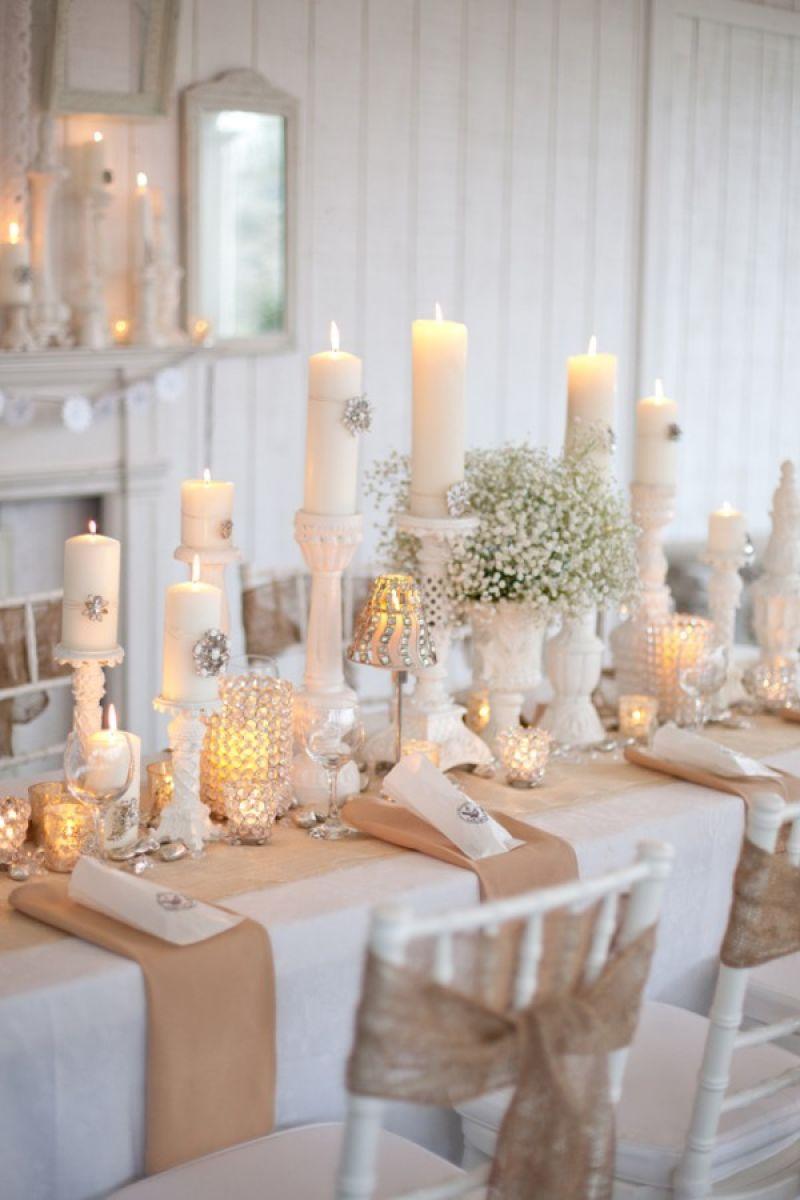 Декор свечи брошью