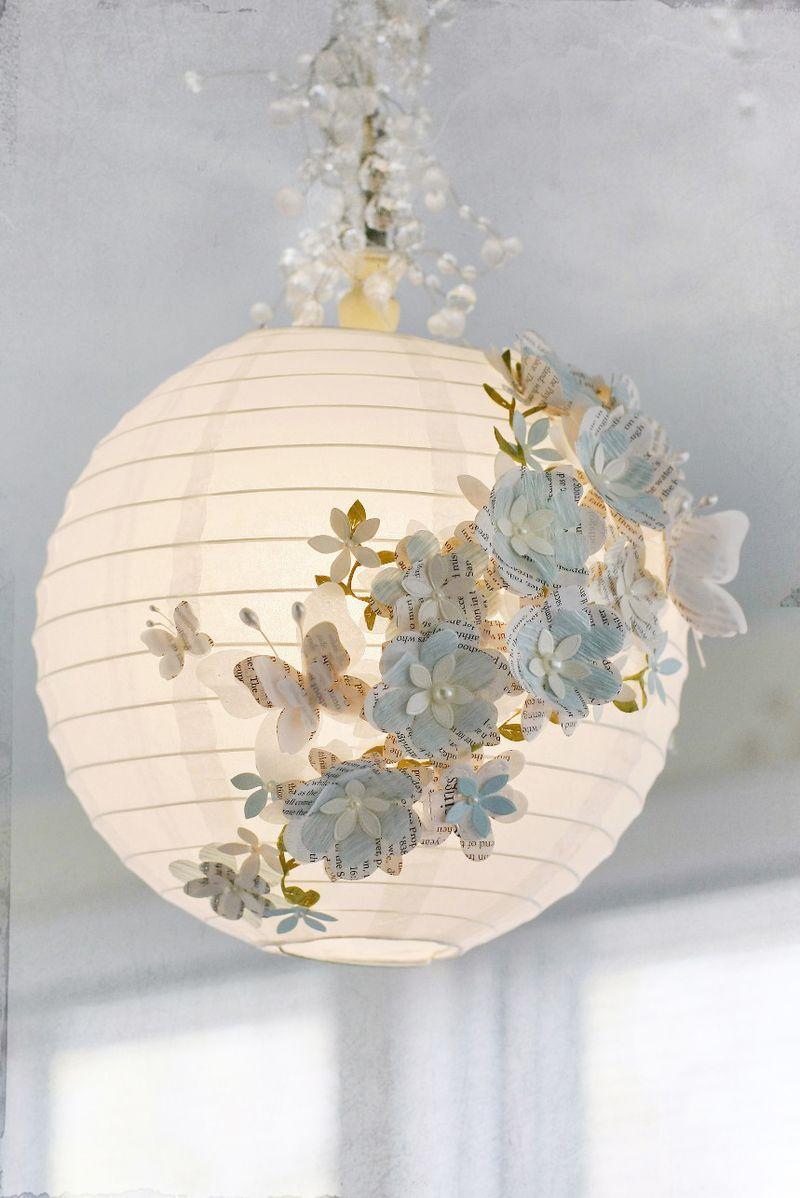 Декор люстры бумажными цветами