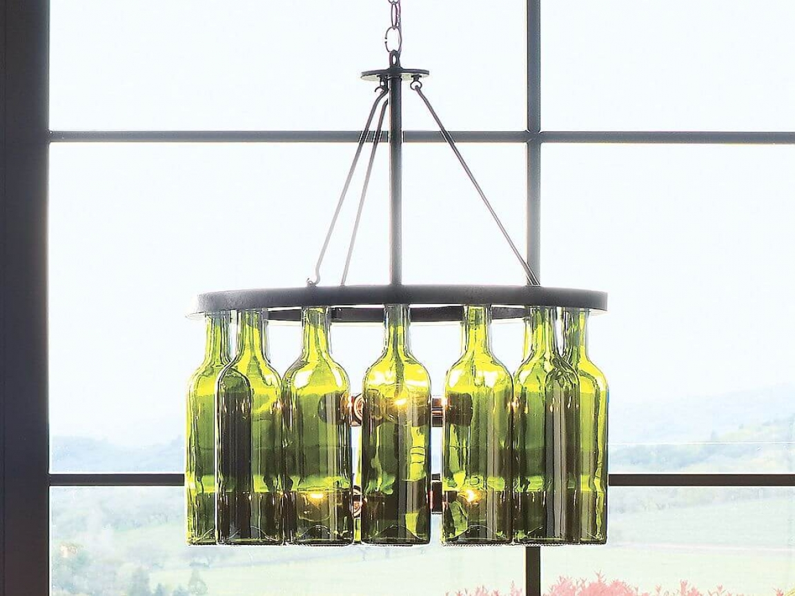 Декор люстры бутылками