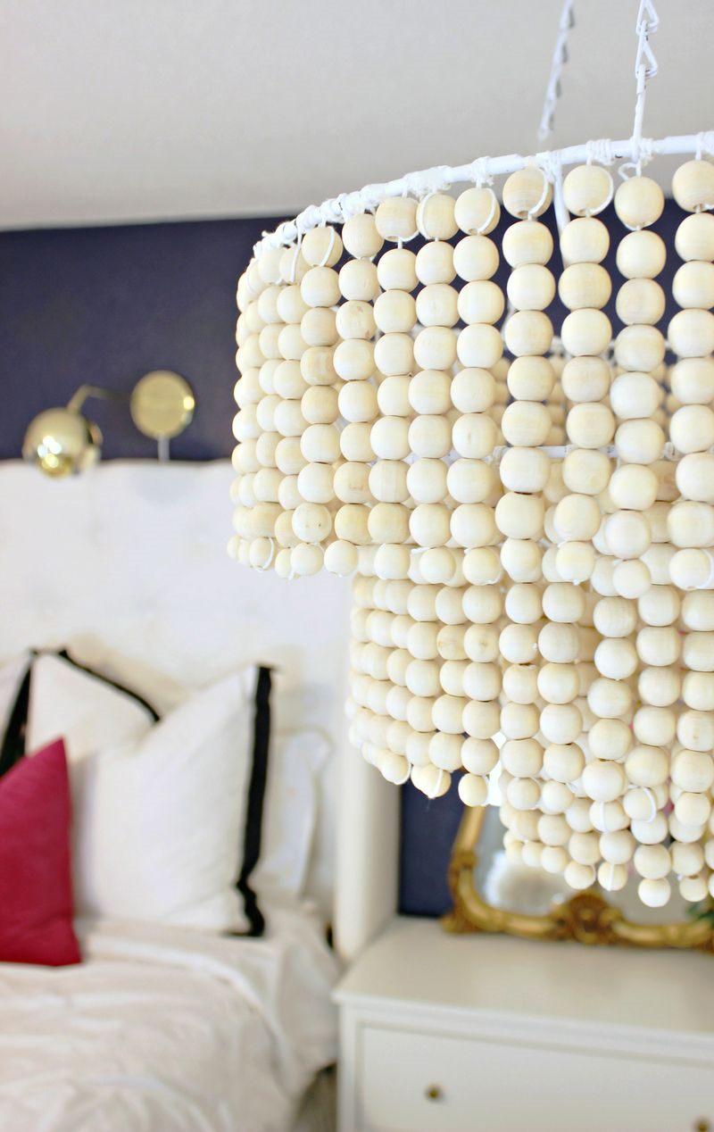 Декор люстры деревянными шариками