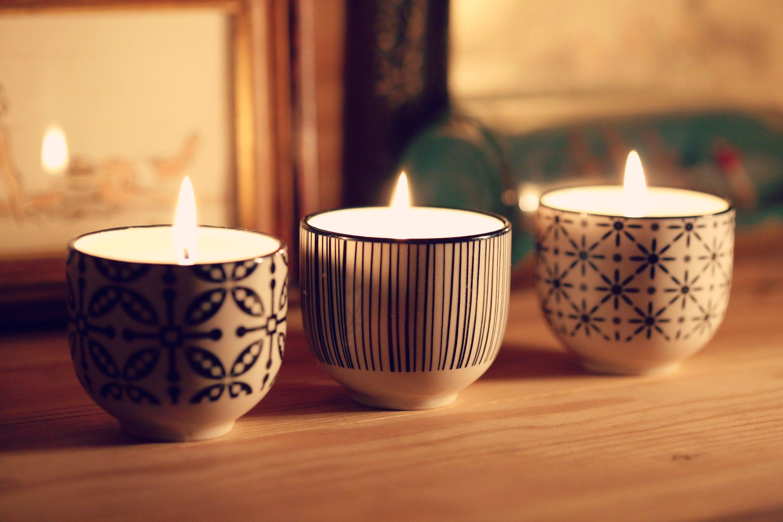 Декор свечи чашками
