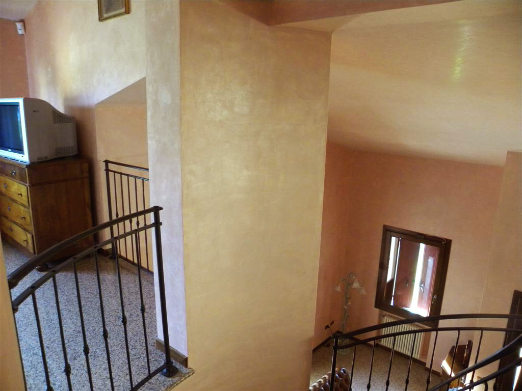Перламутровая краска в декоре частного дома