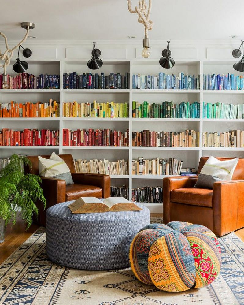 Место для чтения в интерьере частного дома