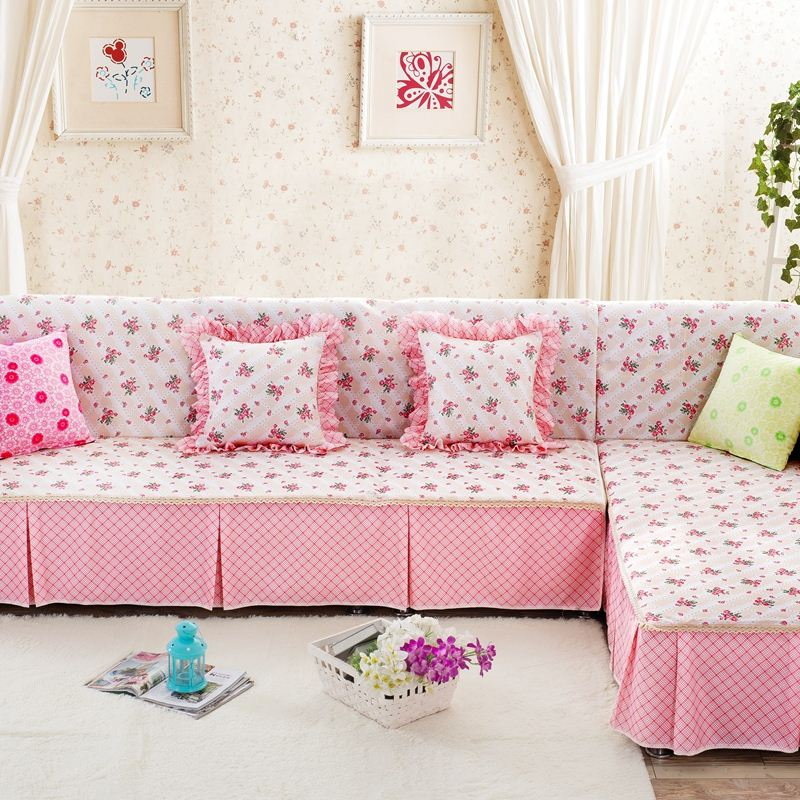 Розовый чехол на диван