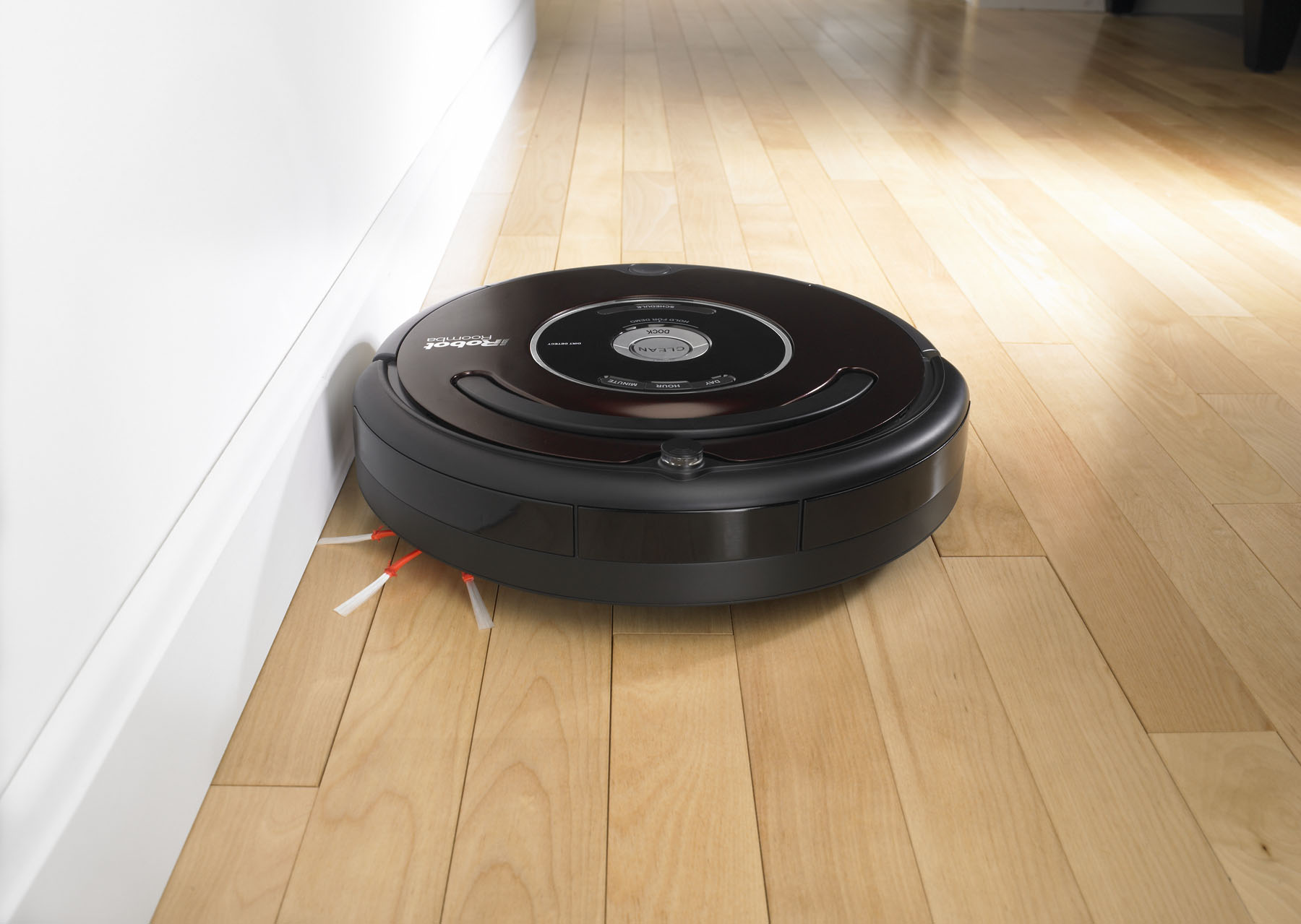 Робот-пылесос в черном корпусе