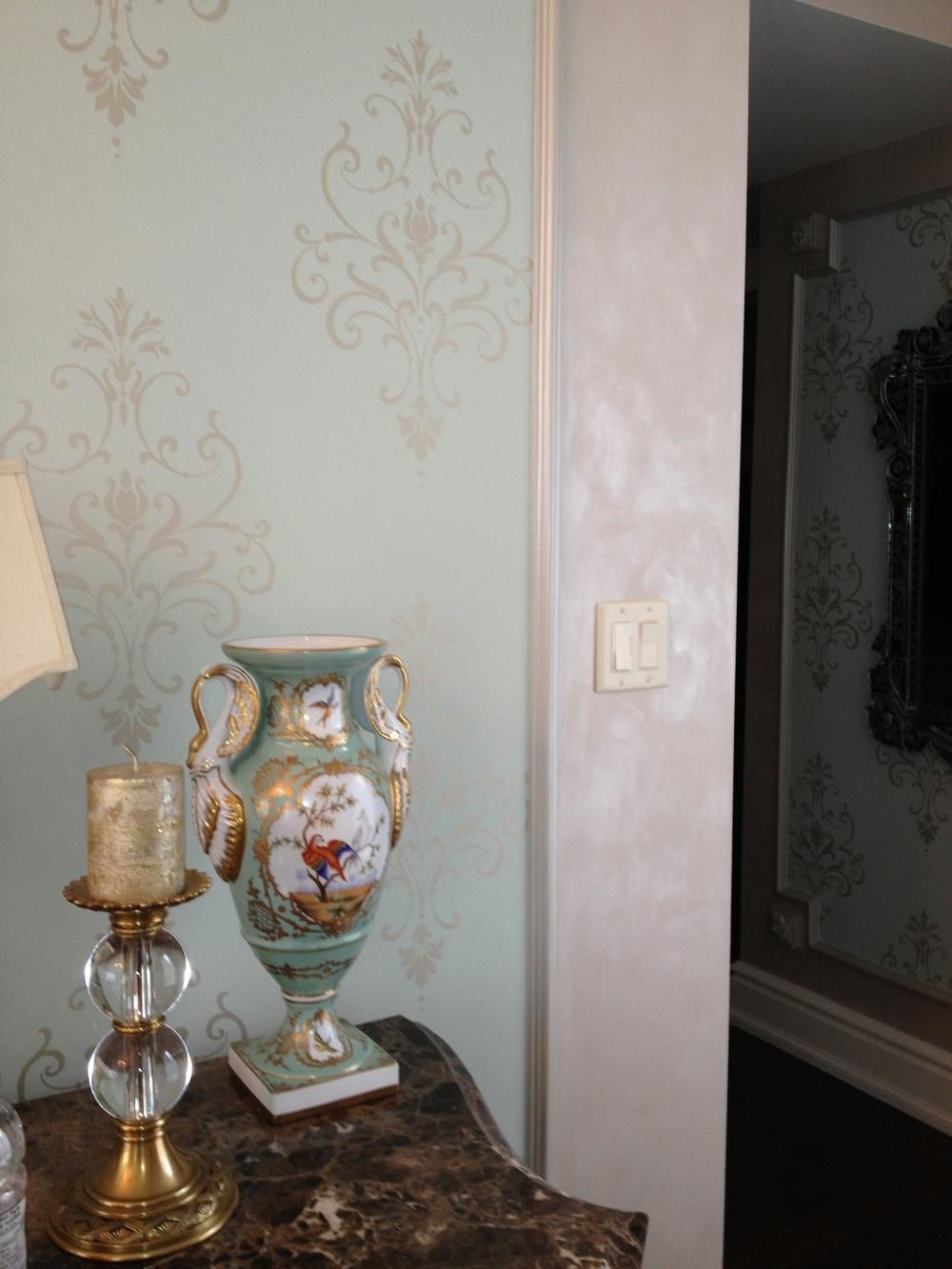 Перламутровая краска в классическом интерьере