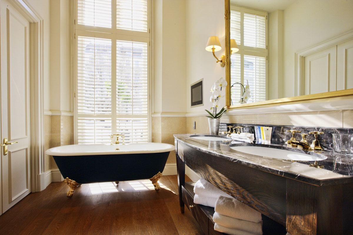 Отдельностоящая ванна в классическом стиле