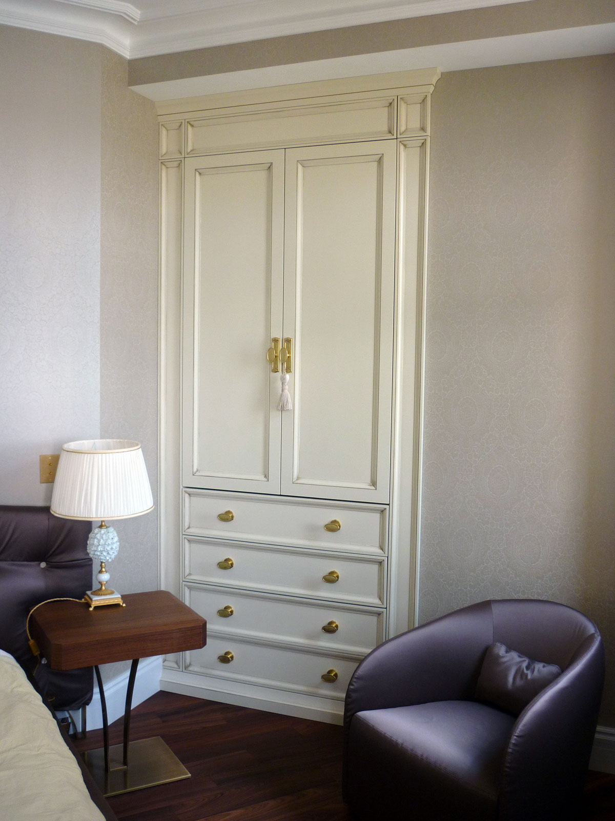 Двери в нишу в классическом стиле