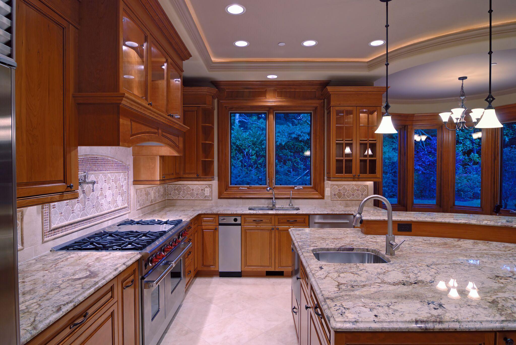 Потолок со светодиодной подсветкой классический