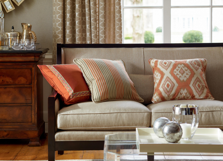 Диванные подушки в классическом стиле