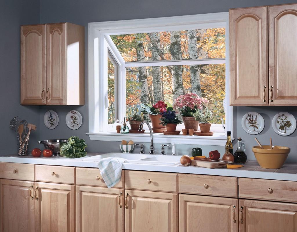 Декор кухонного окна цветами