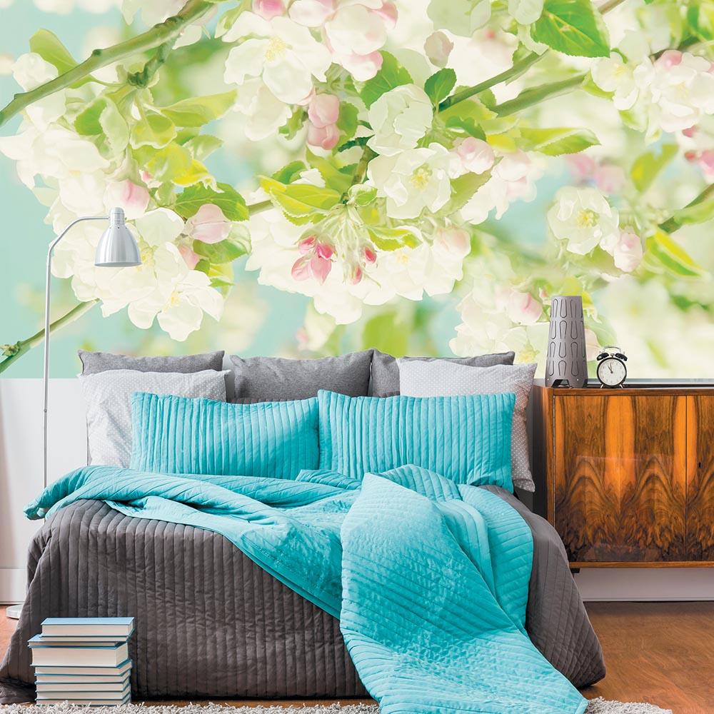"""Фотообои """"цветение"""" над кроватью"""