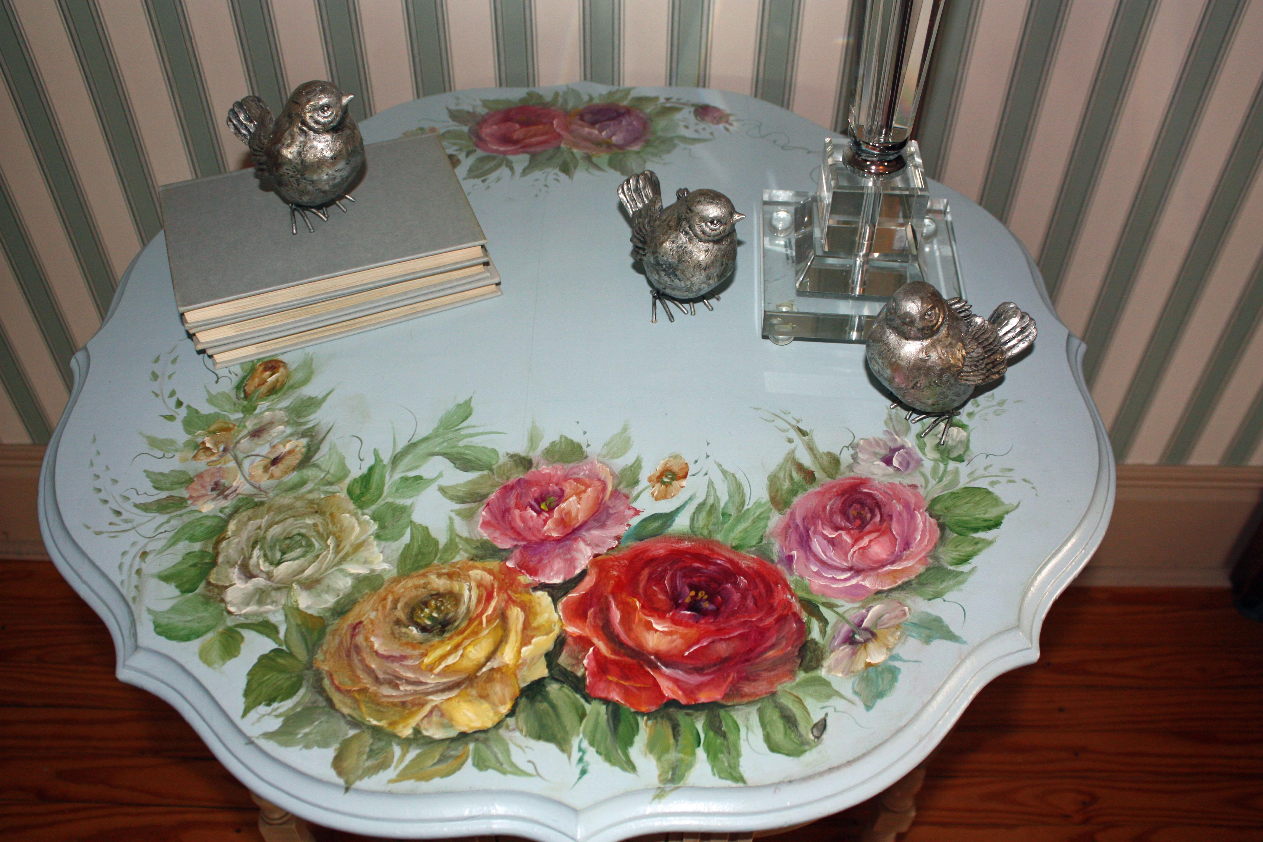Декоративный рисунок на столе