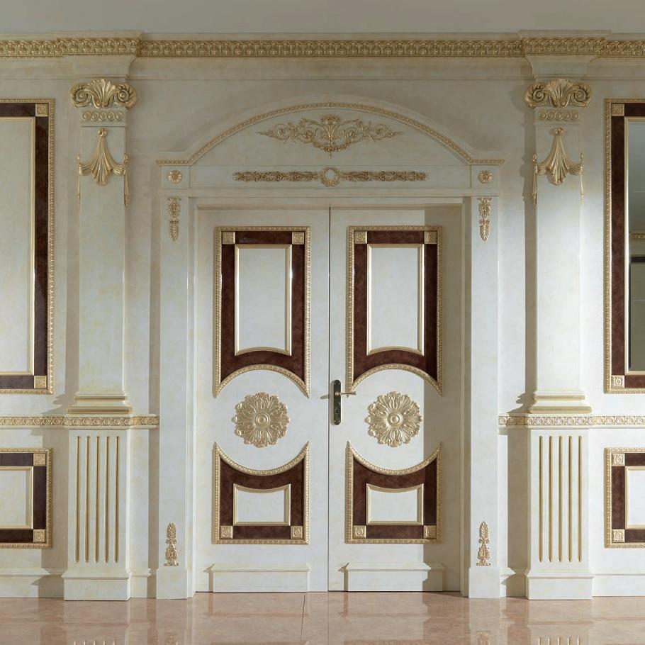 Дверь из массива дерева с декором