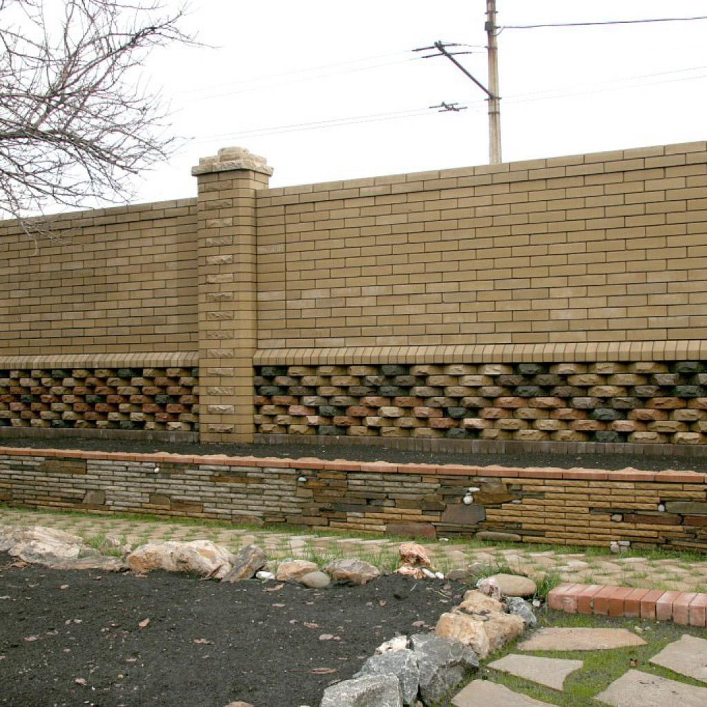 Забор с декором