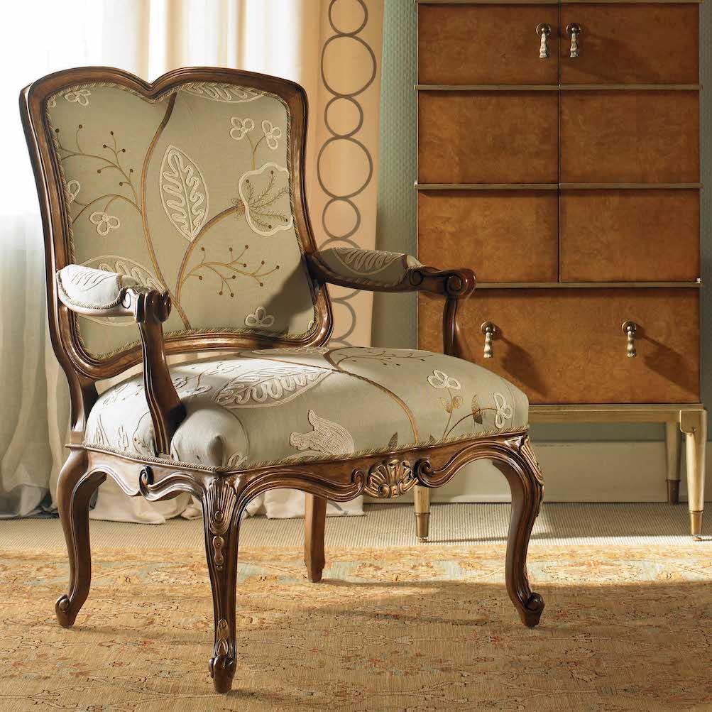 Кресло в стиле прованс с декором
