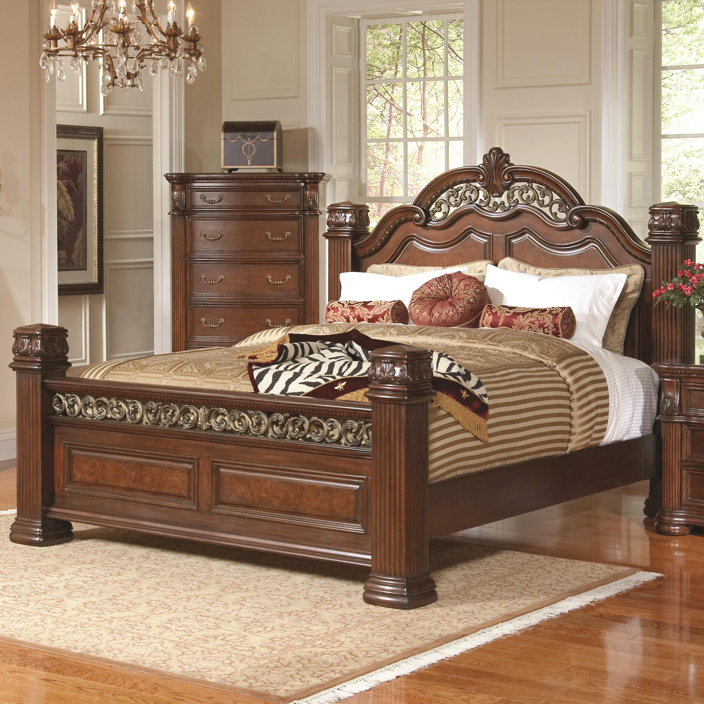 Кровать из массива дерева с декором