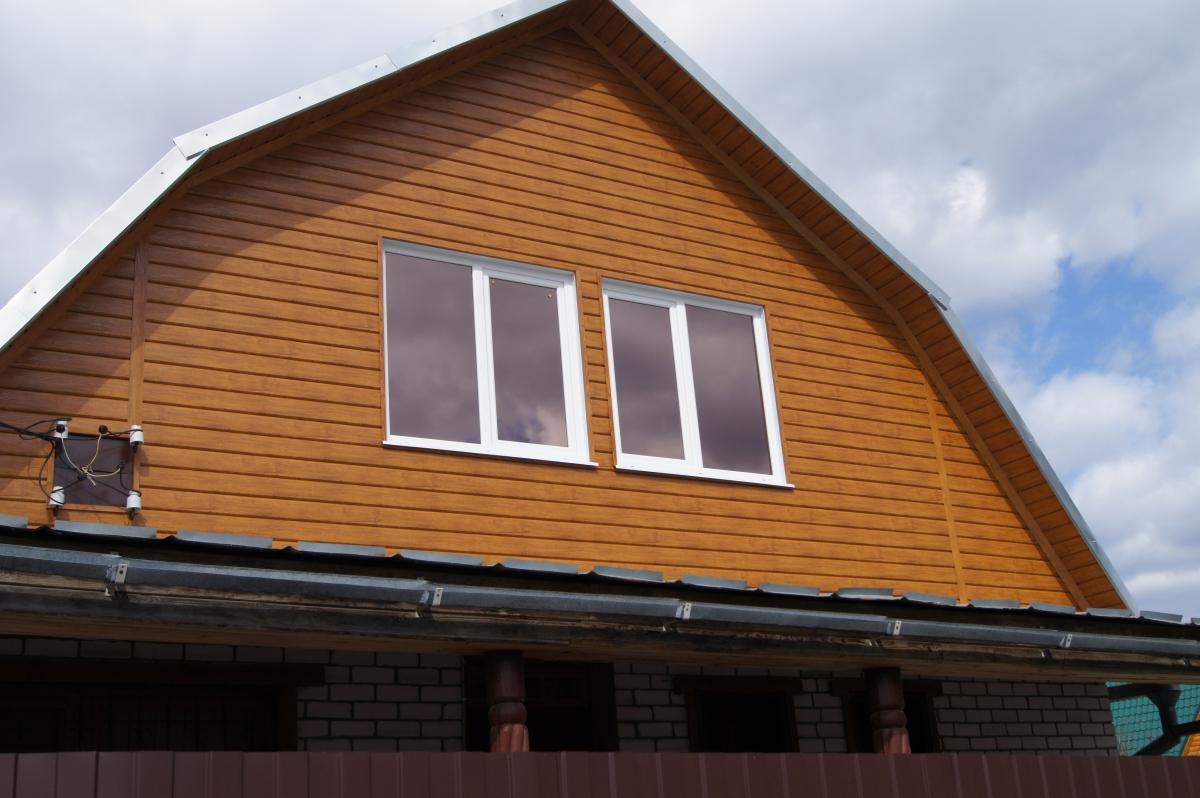 Фронтон дома из деревянного сайдинга