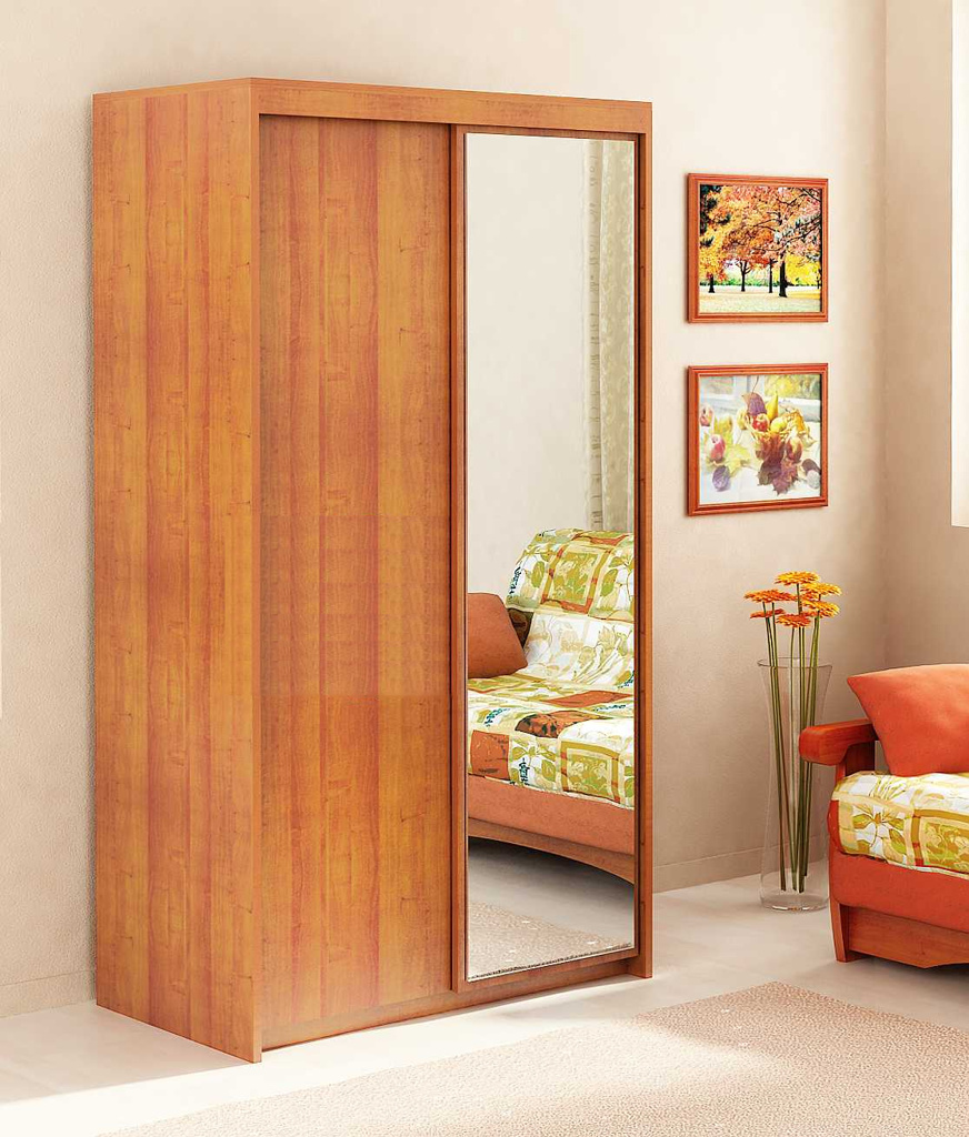 Деревянный шкаф с зеркалом