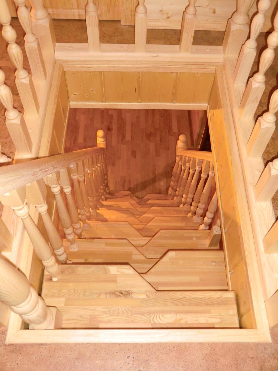 Лестница из дерева гусиный шаг