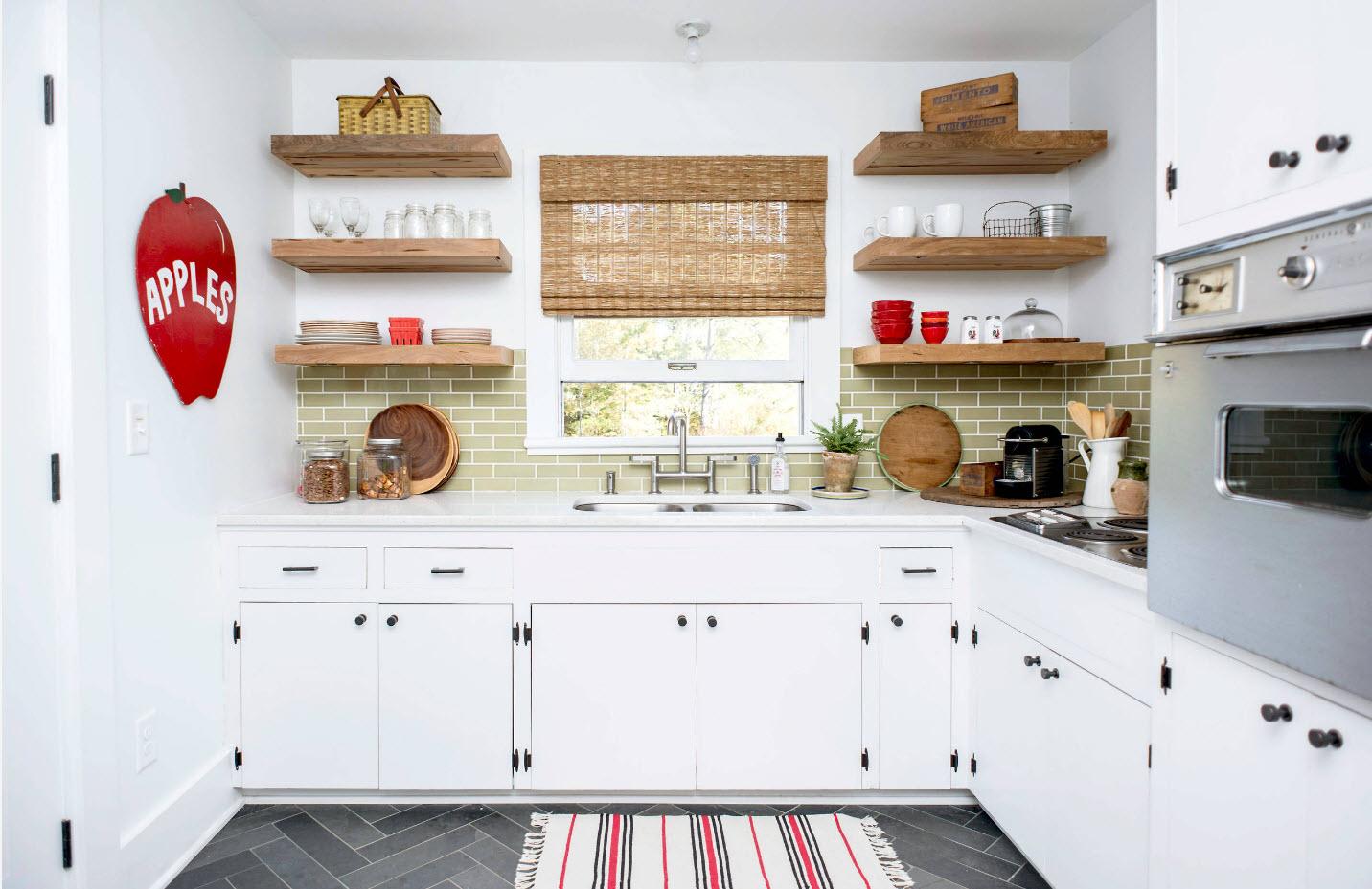 Деревянные полки для посуды