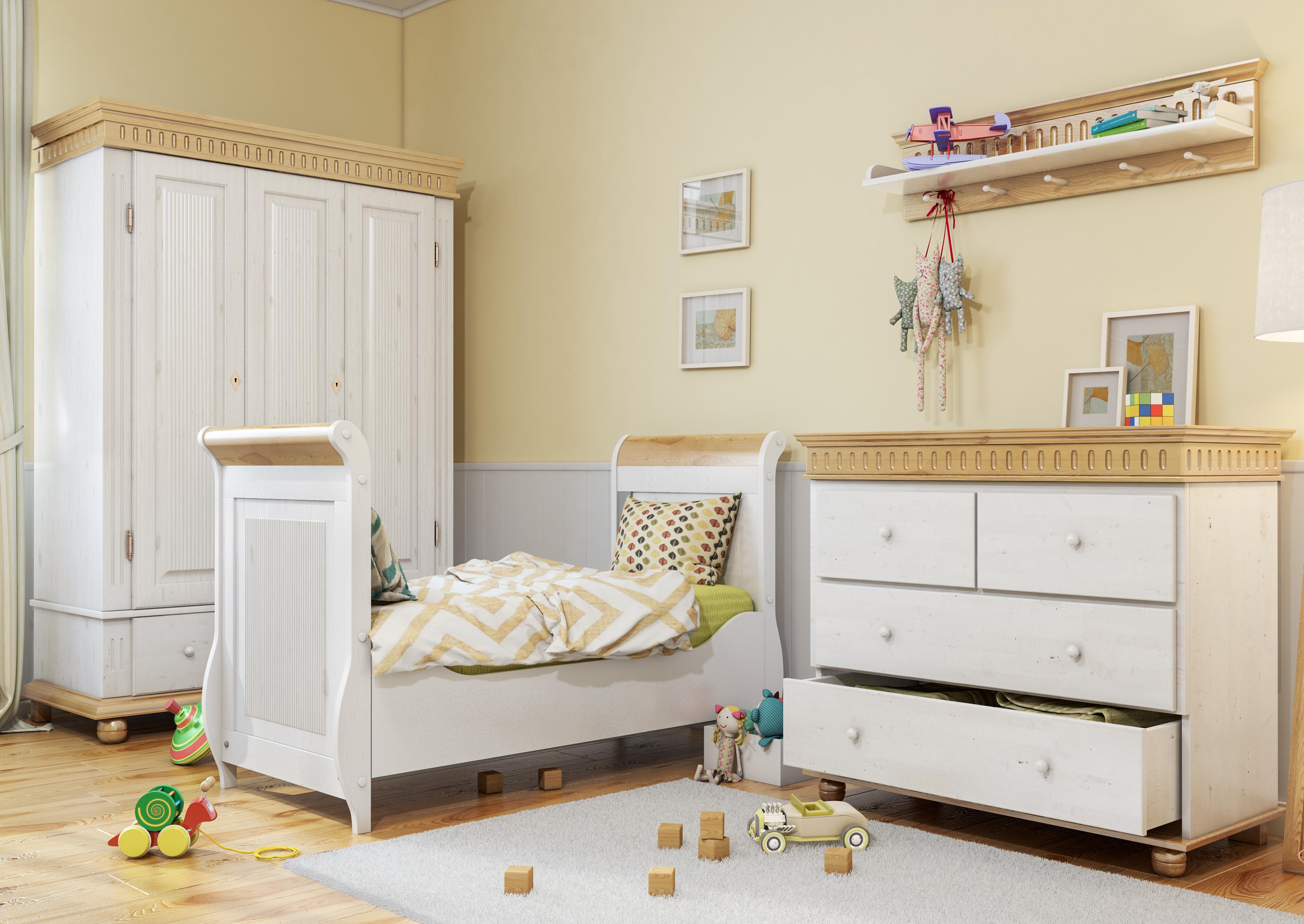 Шкаф из массива в детской
