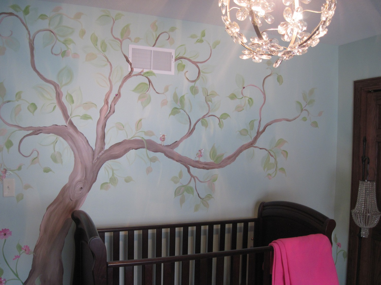 Рисунок на стене детской