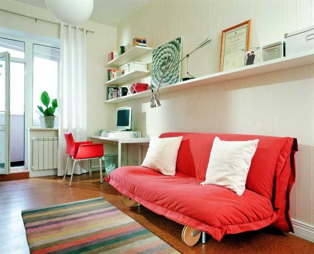 Красный диван в детской