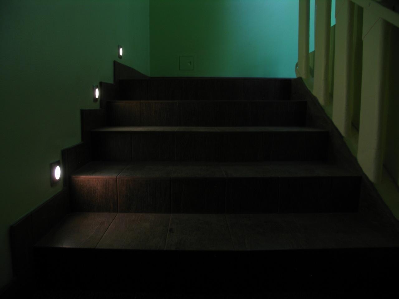 Освещение лестницы светодиодами