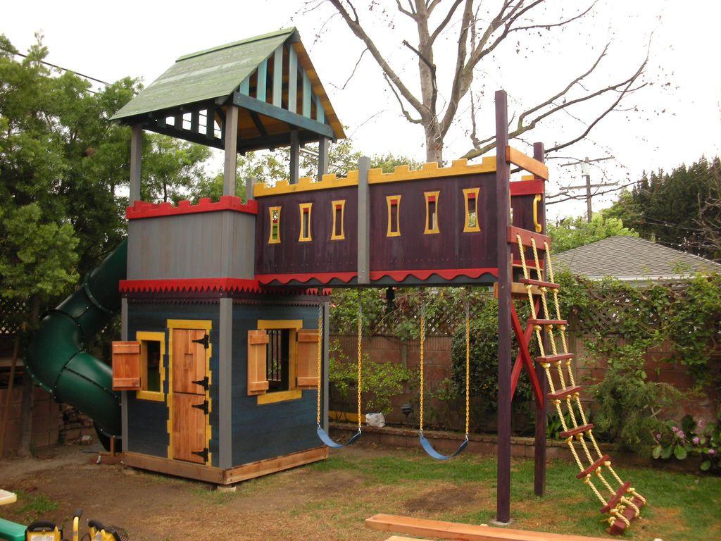 Детский игровой домик на даче