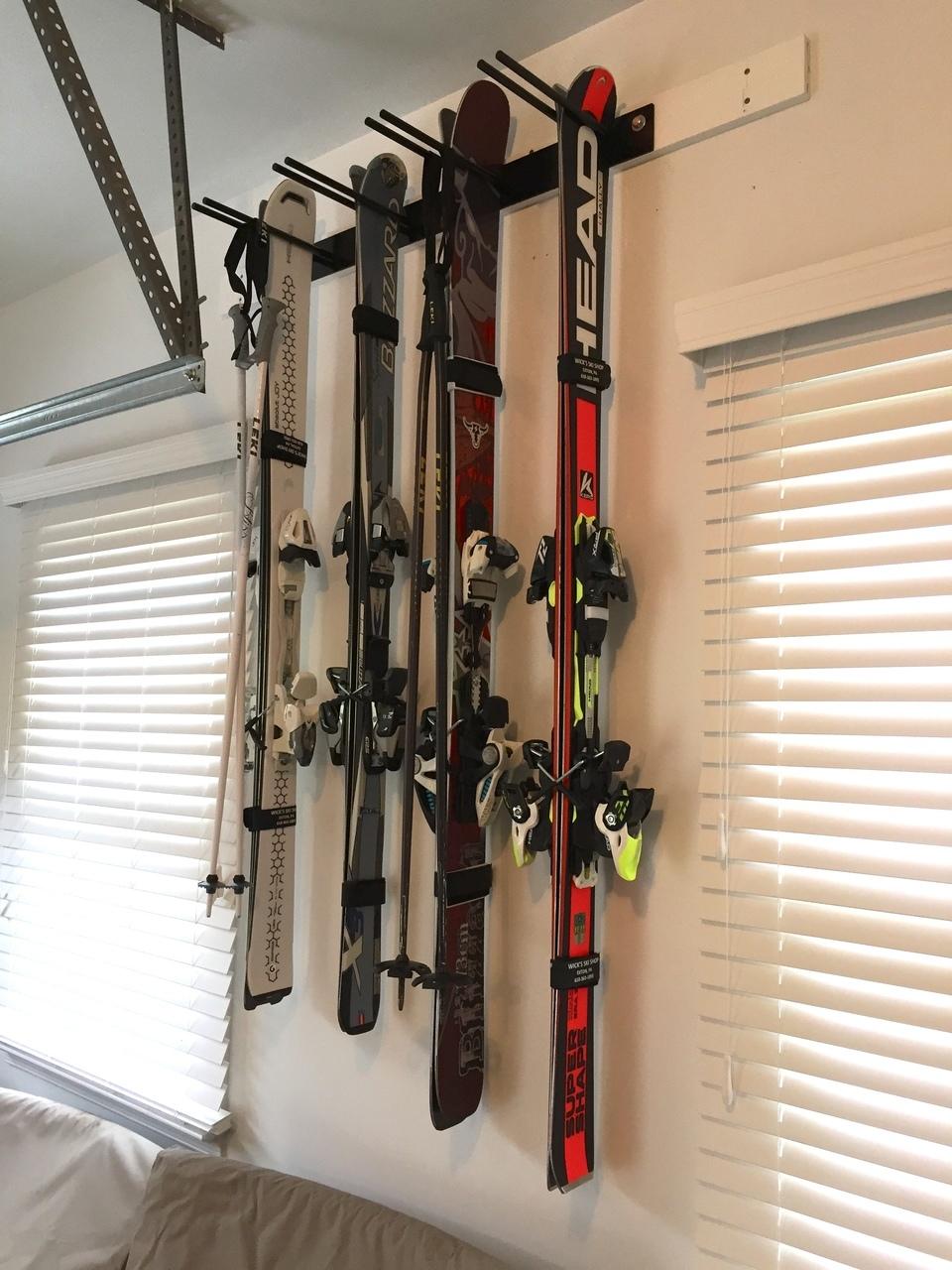 Хранение лыж дома
