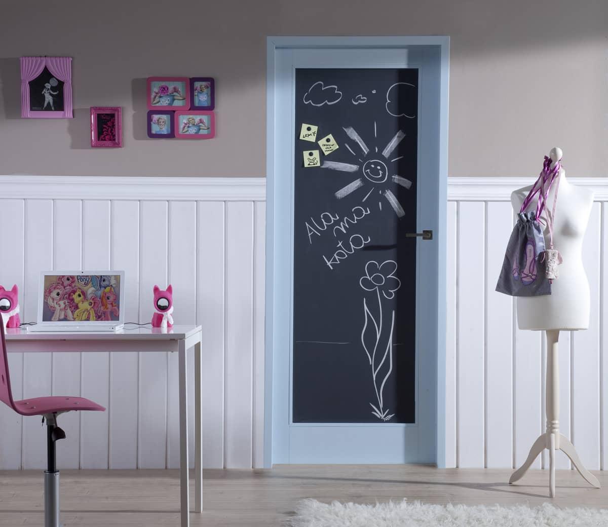 Грифельная доска на двери
