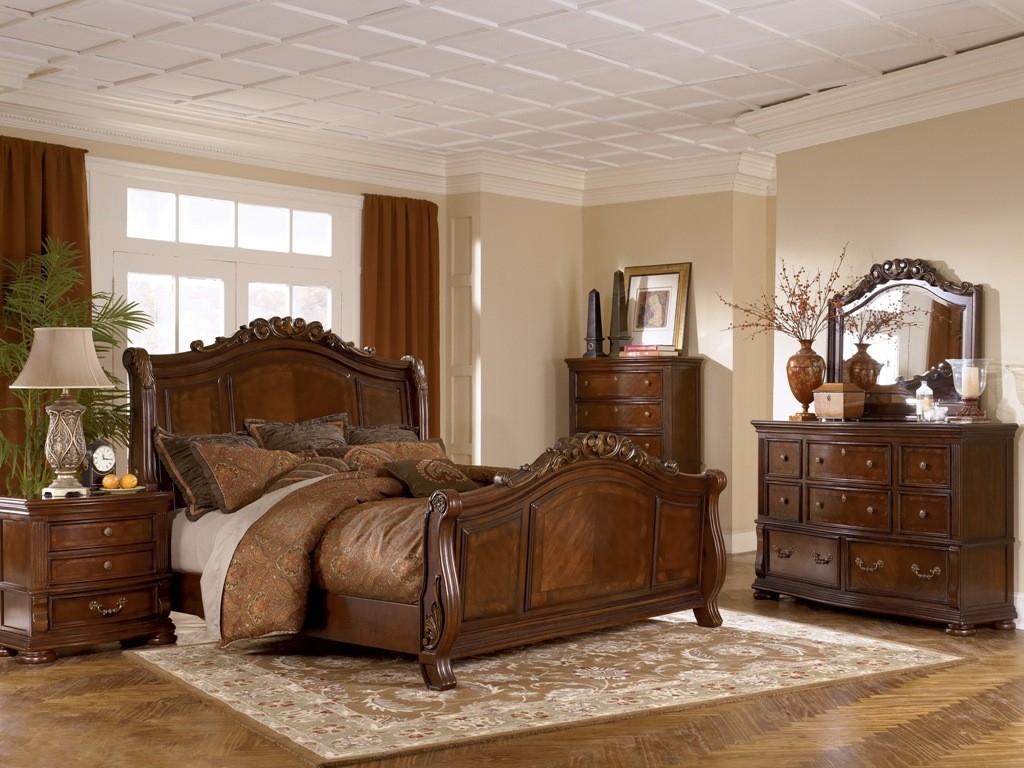 Спальный гарнитур из дуба