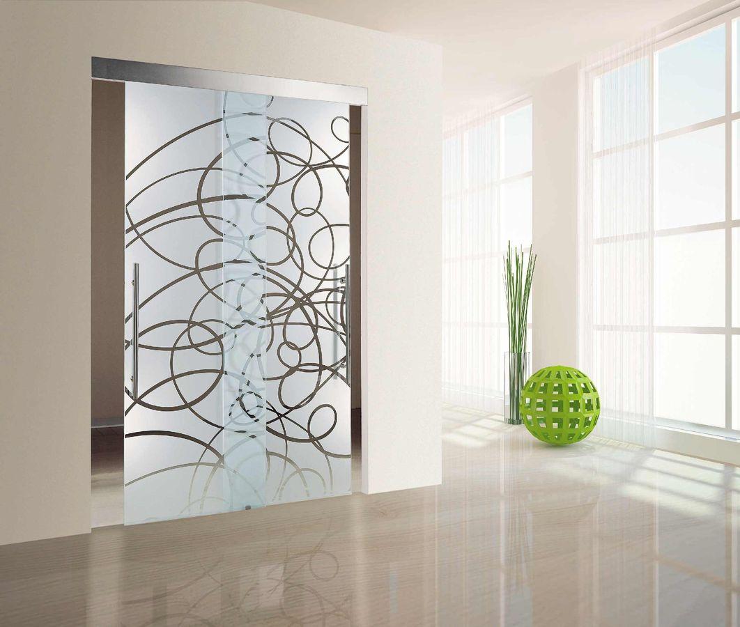 Стеклянная дверь в интерьере