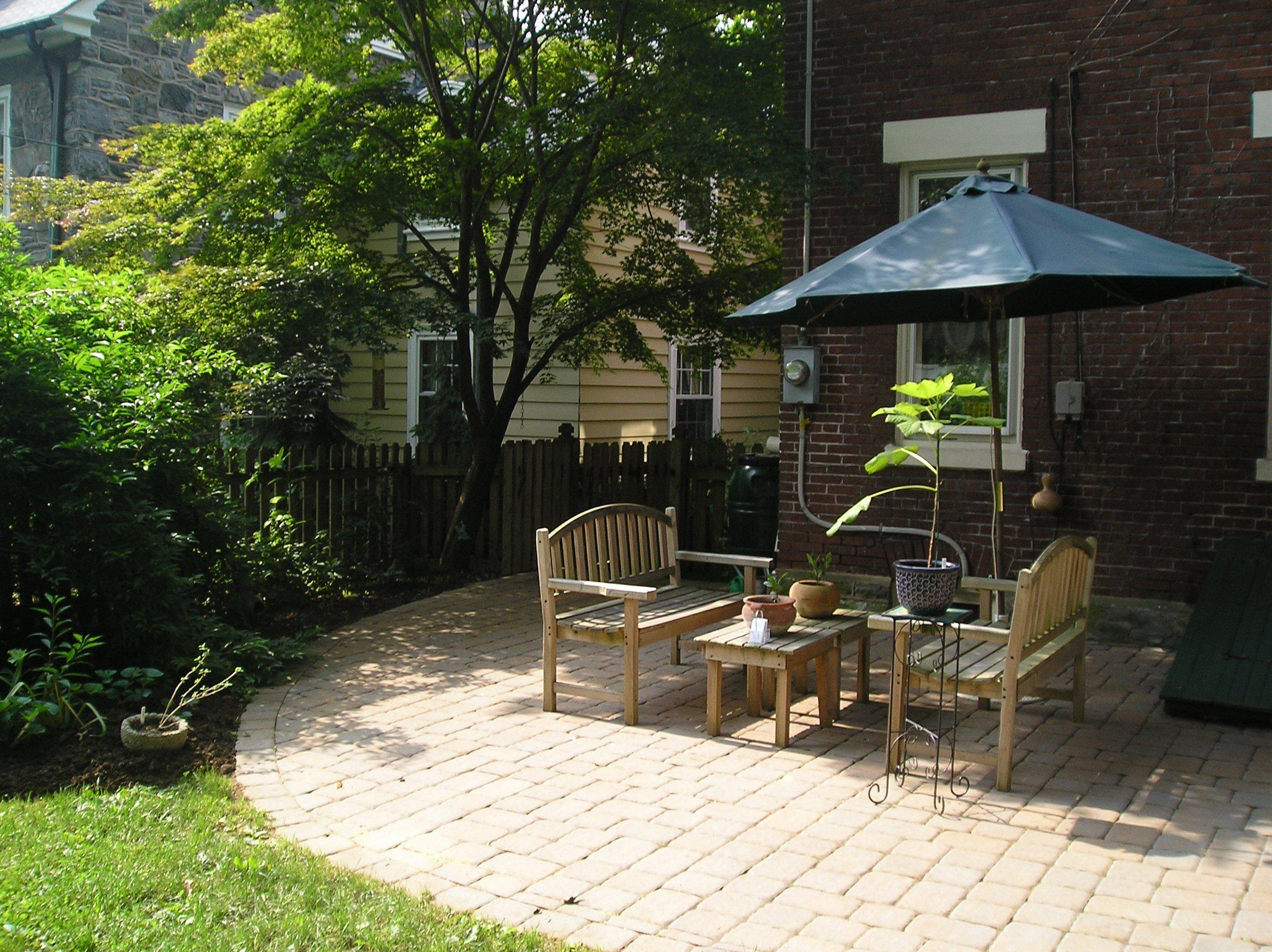 Патио во дворе дома