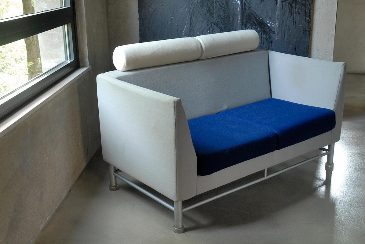 Двухместный диван в стиле хай-тек