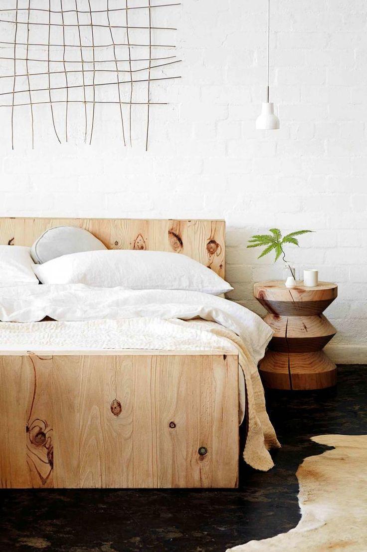 Кровать из деревянной фанеры