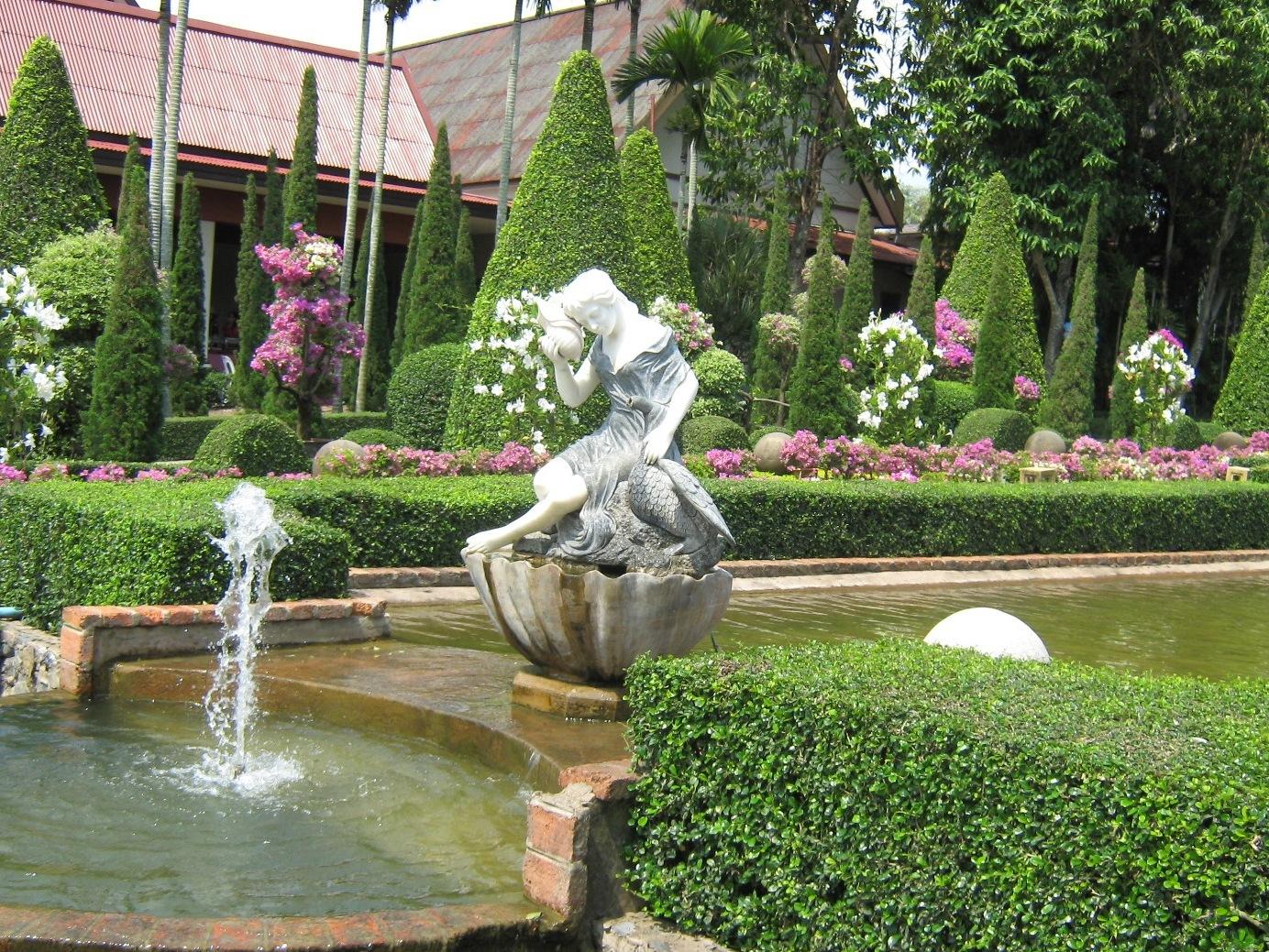 Декоративные садовые фигуры
