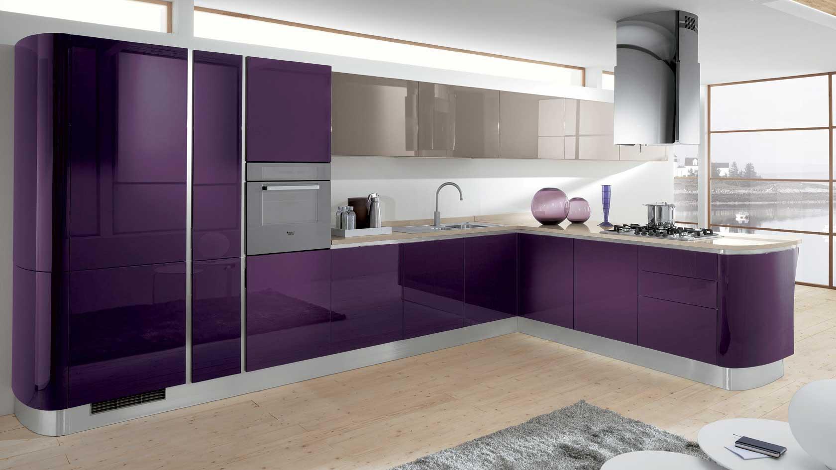 Фиолетовая кухня без ручек