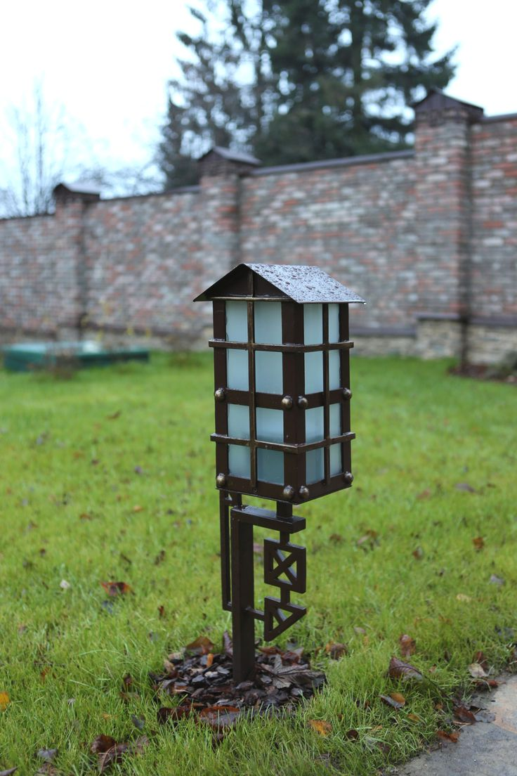 Садовый фонарь из металла