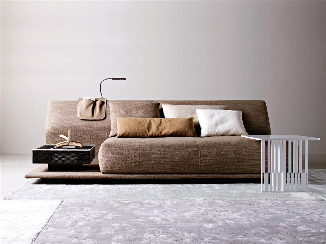 Тканевый диван в футуристичном дизайне