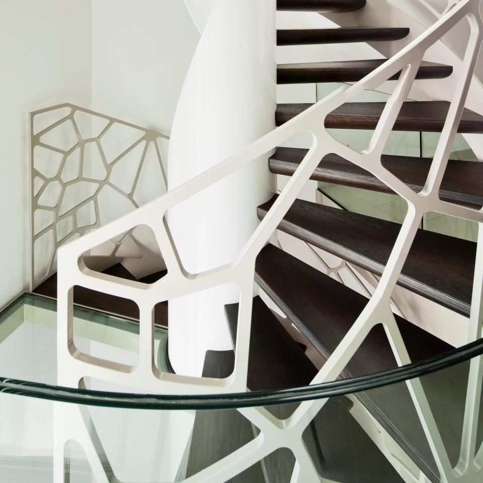 Перила из металла в футуристичном дизайне