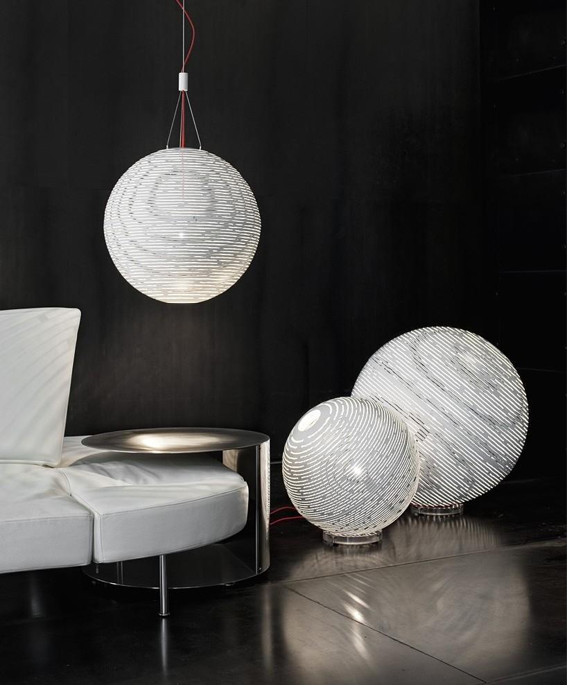 Люстра-шар в футуристичном дизайне