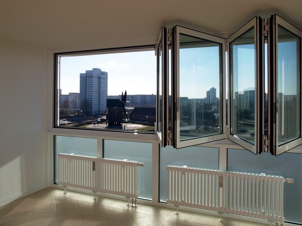 """Панорамное остекление балкона с механизмом открывания """"гармошка"""""""