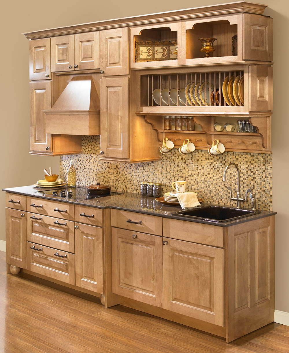 Полка для посуды в кухонном гарнитуре