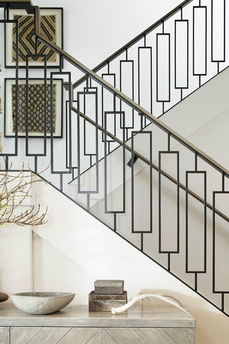 Металлические перила в геометрическом дизайне