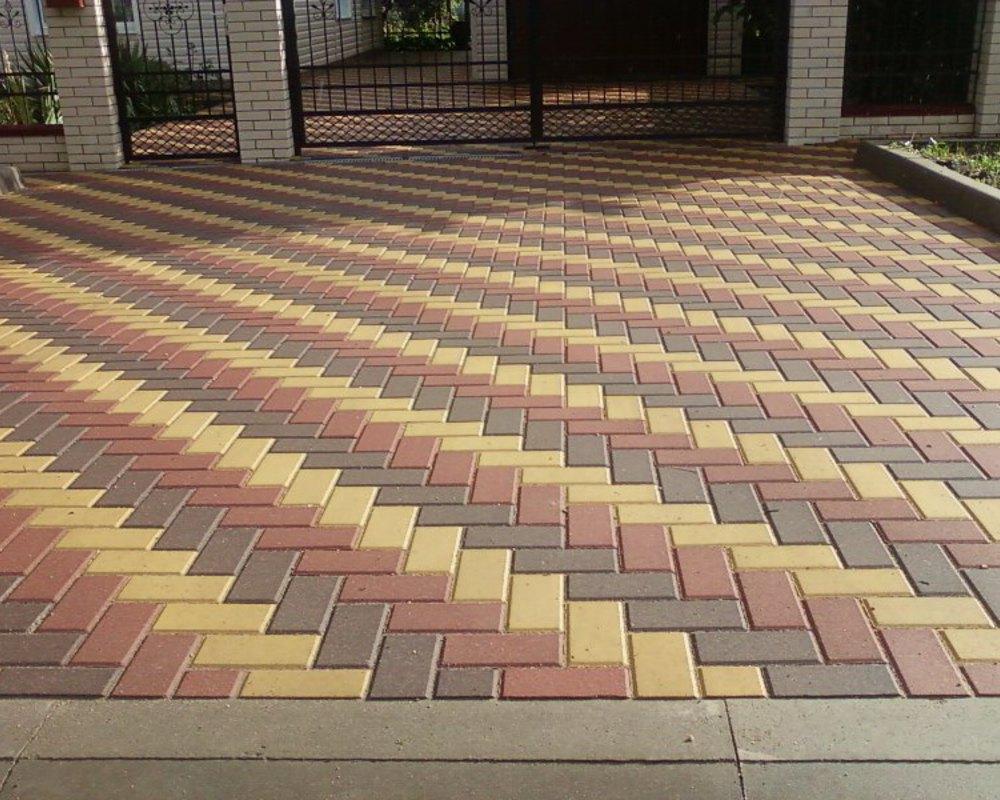 Укладка тротуарной плитки геометрическим рисунком