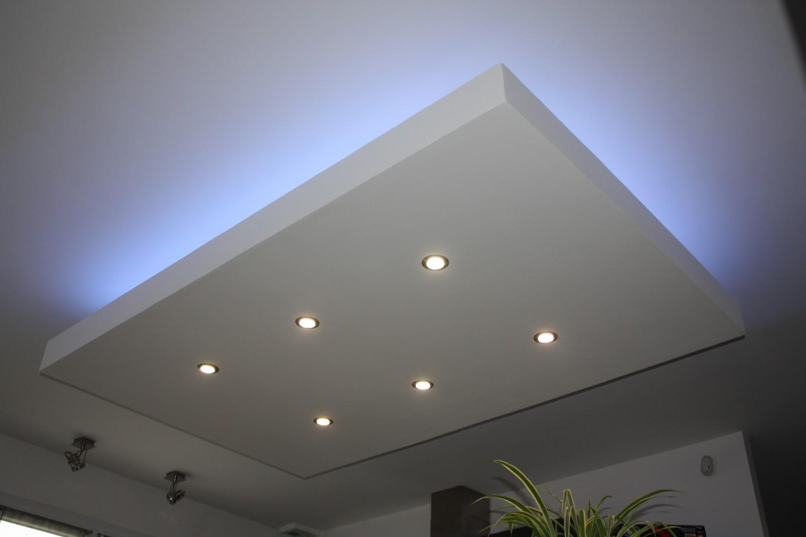 Потолок со светодиодной подсветкой гипсокартонный